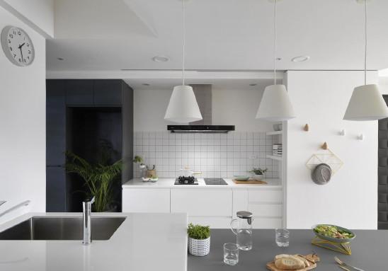 折叠门打造隐藏厨房,简约北欧新风尚