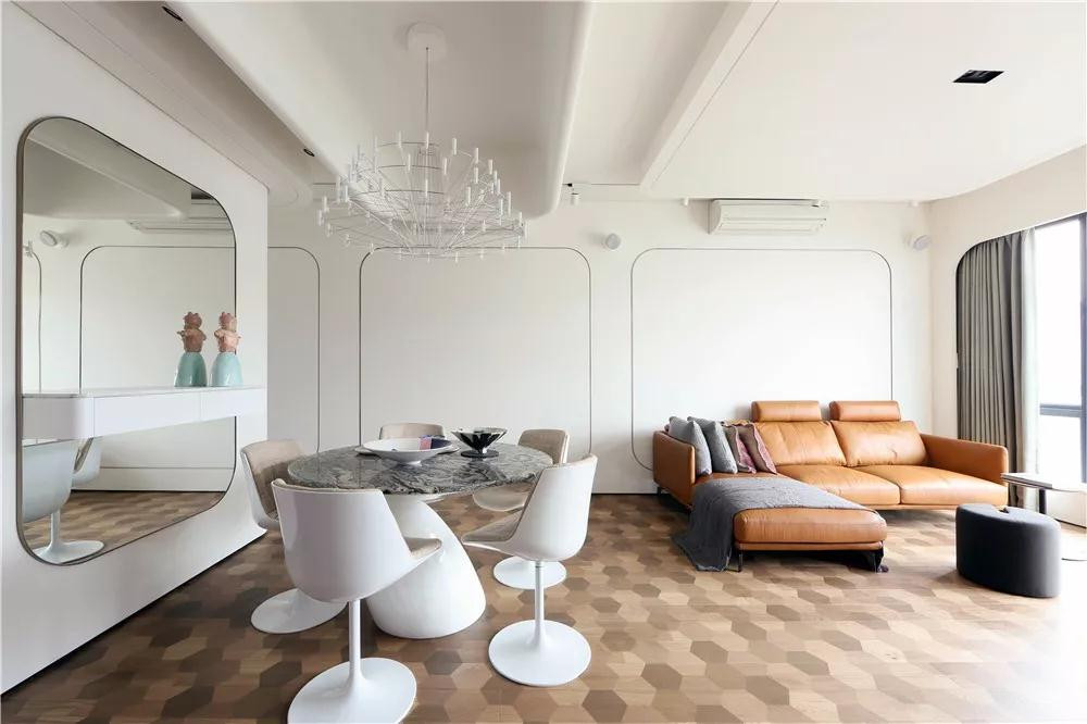 因为两套房,香港设计师和屋主定了娃娃亲